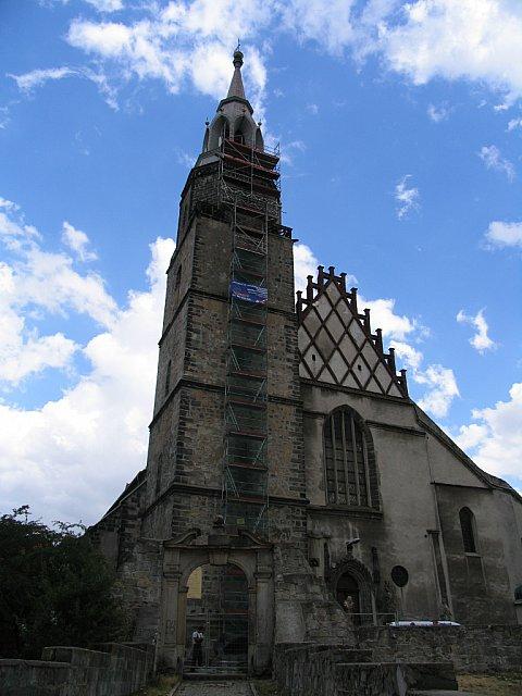 Firma R. Tomczyka musiała zbudować rusztowania obejmujące całkowitą wysokość wieży kościoła