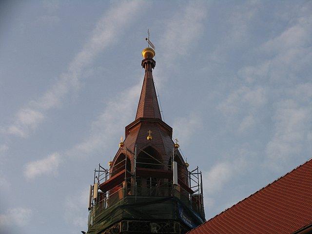 Całość hełmu wieży została nakryta blachą miedzianą