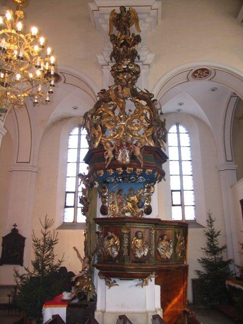 Bogato zdobiona barokowa ambona z kościoła parafialnego /1710/