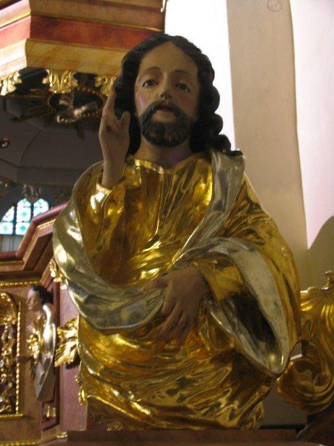 Odrestaurowana barokowa figura Chrystusa Nauczyciela z wejścia ambony