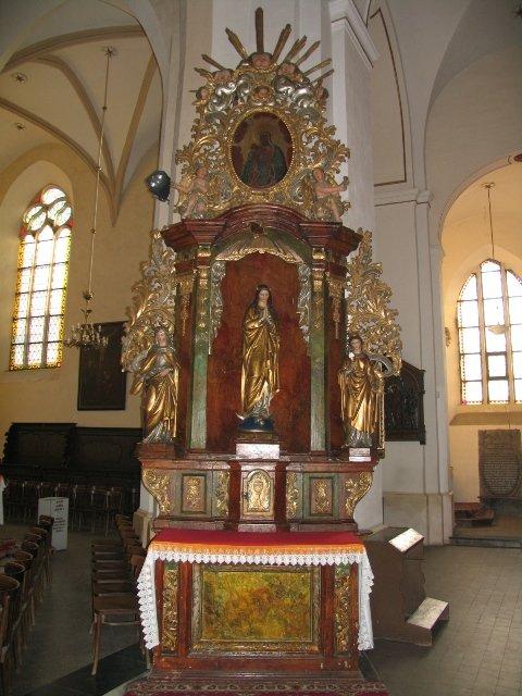 Barokowy ołtarz pw. Matki Bożej Niepokalanej /uprzednio św. Jana Nepomucena/ przed konserwacją