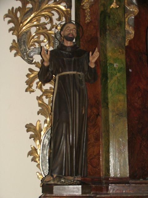 Figura św. Franciszka z Asyżu z barokowego ołtarza /przed konserwacją/