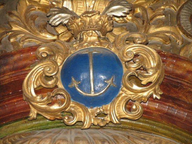 Barokowy kartusz z symbolem nadziei /kotwica/ z ołtarza Najśw. Serca Pana Jezusa /przed konserwacją/