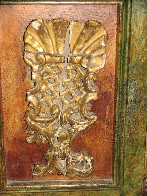Barokowe elementy dekoracyjne /z ubytkami/ z ołtarza Najśw. Serca Pana Jezusa /przed konserwacją/