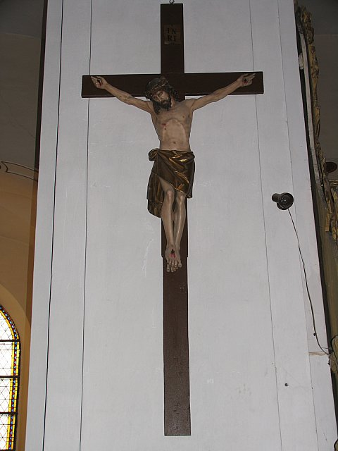Zabytkowy krucyfiks z wnętrza kościoła